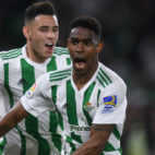 Junior celebra, junto a Tonny Sanabria, su gol a Las Palmas (Foto: J. J. Úbeda/ABC)