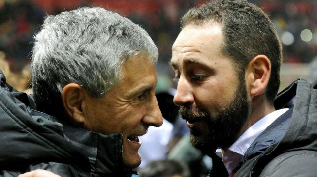 Setién y Machín se saludan en el Girona-Betis (Foto: EFE)