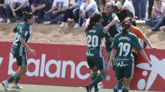 Las jugadoras del Betis Féminas celebran el gol anotado en el derbi jugado en la ciudad deportiva del Sevilla FC (Foto: Raúl Doblado)