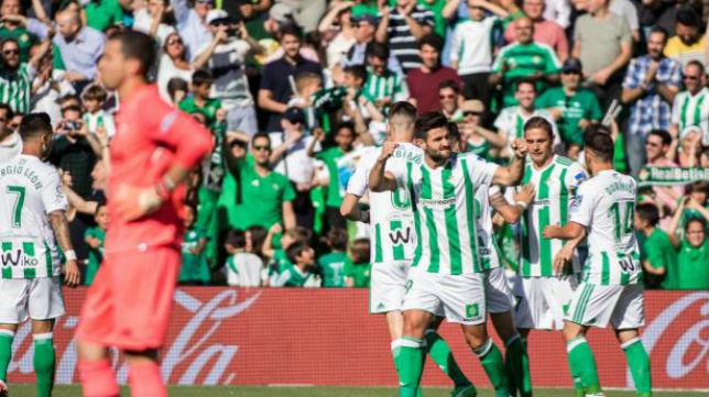Los futbolistas del Betis celebran el primer tanto en el derbi. Foto: LaLiga