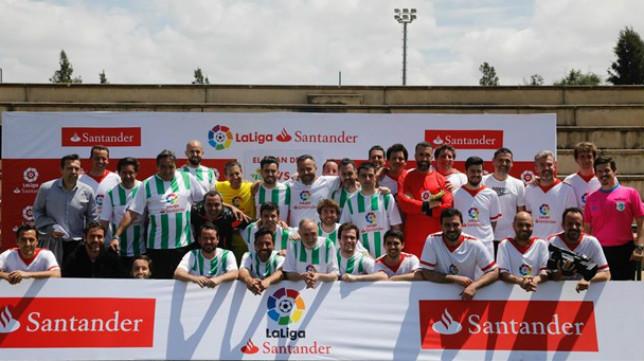 Así posaron los protagonistas del Derbi de las Redacciones de LaLiga Santander