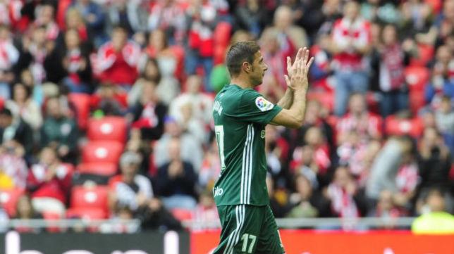 Joaquín aplaude a San Mamés en agradecimiento por la ovación que Bilbao le dedicó (Foto: @joaquinarte)