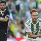 Loren celebra el gol que le marcó con el Betis al Sevilla en el derbi (Foto: J. J. Úbeda/ABC)