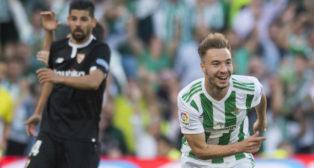 Loren celebra el gol que le marcó al Sevilla en el derbi (Foto: J. J. Úbeda/ABC)