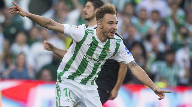 Loren celebra el gol anotado en el derbi (Foto: J. J. Úbeda)