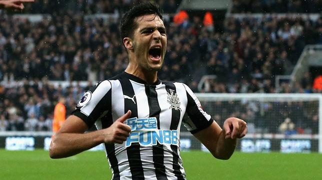 Mikel Merino celebra un gol con el Newcastle
