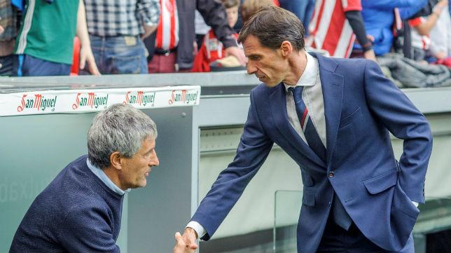 Quique Setién y Ziganda se saludan antes del inicio del partido (Foto: J. M. Serrano Arce).