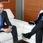 El presidente de la Federación Española de Fútbol (RFEF), Luis Rubiales, junto a su homólogo en LaLiga, Javier Tebas (EFE/ Carmelo Rubio)