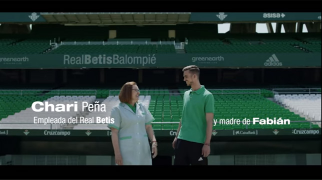 Chari Peña y Fabián, en el spot de la campaña de abonos del Betis