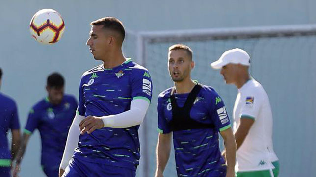Sergio Canales y Joel Robles, durante un entrenamiento (foto: Raúl Doblado)
