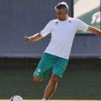 Quique Setién, entrenador del Betis, durante un entrenamiento (foto: Raúl Doblado)