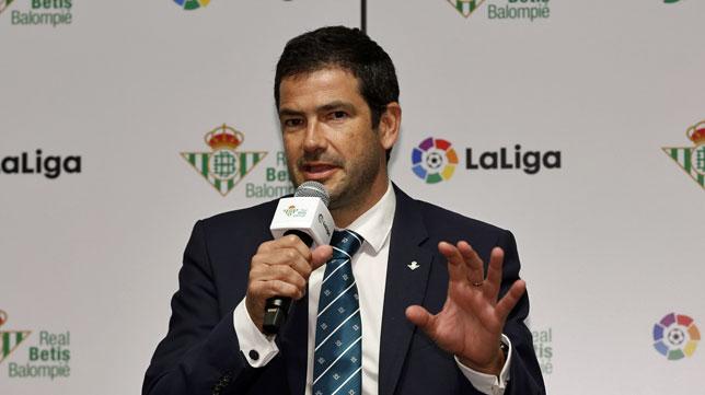 Ramón Alarcón, durante la presentación de Inui como nuevo jugador del Betis (foto: RBB)