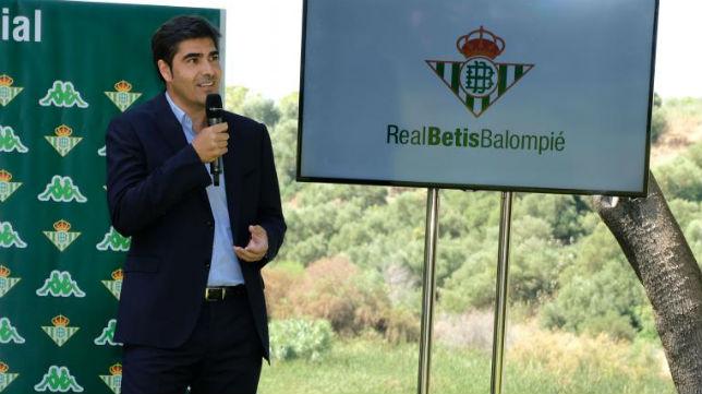Ángel Haro, en la presentación de las camisetas (Paco Martín)
