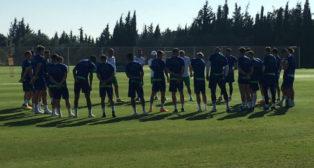 La plantilla del Betis, antes de empezar el entrenamiento