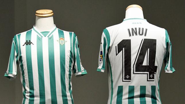 La camiseta de Inui, el día de la presentación del japonés como jugador del Betis (foto: RBB)