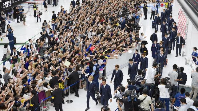 Inui y el resto de jugadores de Japón, recibidos como héroes (Reuters)