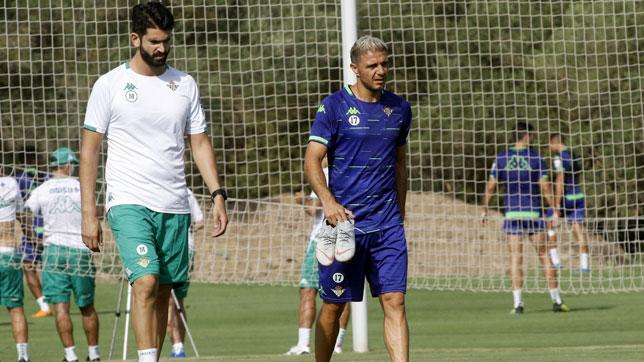 Joaquín se retira del entrenamiento en Montecastillo (foto: Paco Martín)
