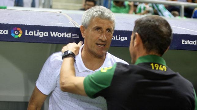 Quique Setién dialoga con Manolo Jiménez en Carramza (foto: Antonio Vázquez)