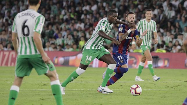 William Carvalho, en el Betis-Levante disputado en el Benito Villamarín (foto: Raúl Doblado)