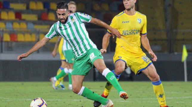 Boudebouz controla un balón ante el Frosinone (Foto: Frosinone Calcio).