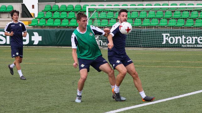 Un entrenamiento del Betis Deportivo en esta pretemporada (Foto: @RBetisCantera).