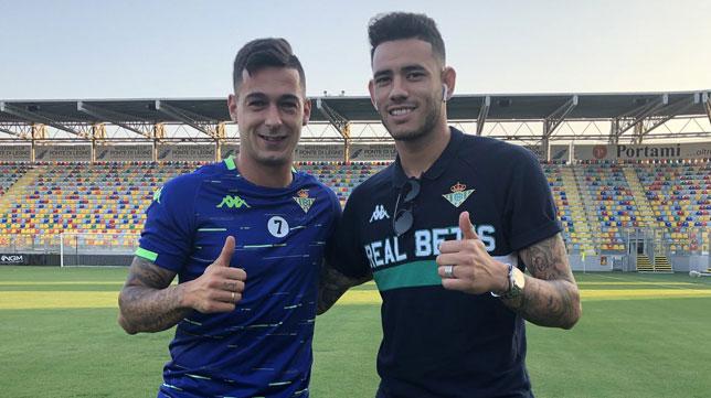 Sergio León y Tonny Sanabria, en el estadio del Frosinone (Foto: Real Betis).