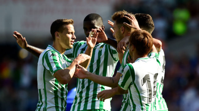 Canales, William Carvalho, Loren e Inui, en el Cardiff-Betis (Reuters)