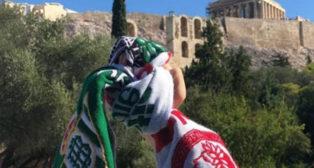 Una expedición del Betis ha visitado esta mañana el Acrópolis y el Partenón en Atenas (Foto: @realbetisbalompie)