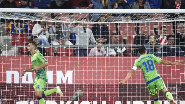 Loren y Guardado celebran el gol de la victoria en el Girona-Betis (LaLiga)
