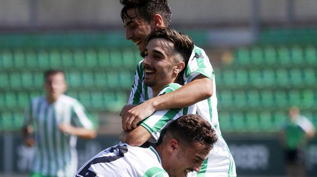 Roberto celebra un gol con el Betis Deportivo (Foto: Real Betis).
