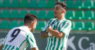 Robert celebra el primer gol logrado ante Los Barrios (Foto: Real Betis)