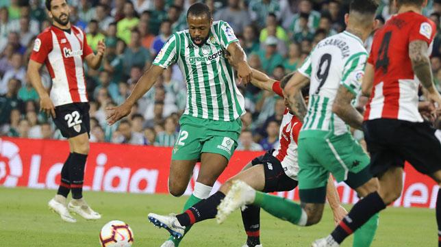 Sidnei y Sanabria, en el Betis-Athletic (Foto: J. M. Serrano).