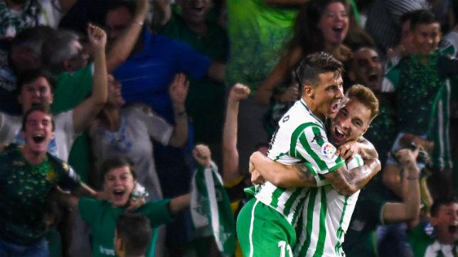 Tello y Loren celebran el gol anotado ante el Leganés (Foto: J. J. Úbeda)