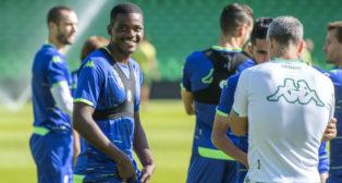 William Carvalho, Boudebouz y Marcos Álvarez, en un entrenamiento del Betis (Juan José Úbeda)