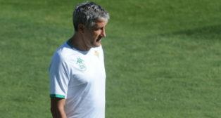 Quique Setién, en un entrenamiento del Betis (Juan José Úbeda)