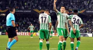 Tello, Joaquín, Sanabria y Kaptoum, en el Betis-Dudelange (EFE)