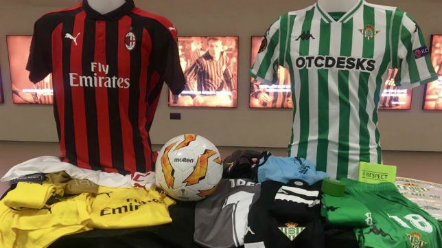 Equipaciones del AC Milan y el Real Betis (Foto: Real Betis)