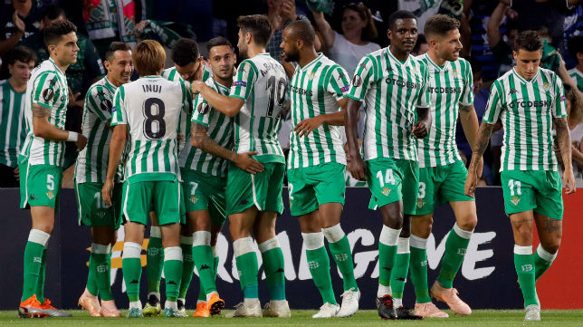 Celebración de los jugadores del Betis ante el Dudelange. Foto: LaLiga