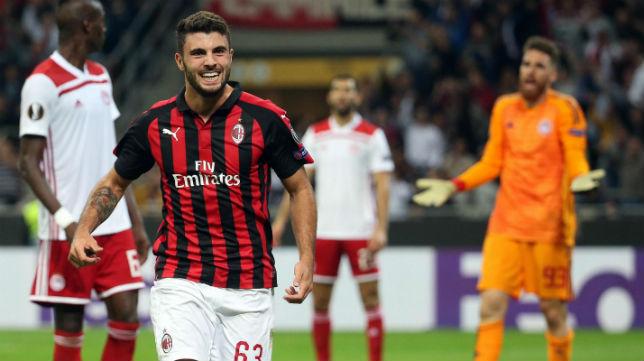 Cutrone celebra uno de los goles anotados con el Milan ante el Olympiacos (Foto: EFE)