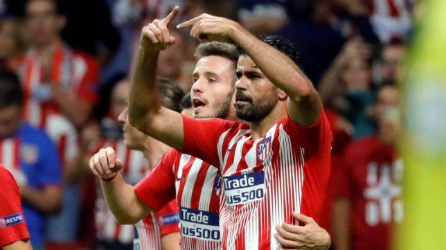 Diego Costa pide el cambio durante el encuentro jugado por el Atlético de Madrid y el Brujas (Foto: EFE)