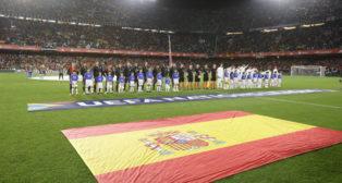 Los equipos de España e Inglaterra, en el Benito Villamarín (Foto: Raúl Doblado).