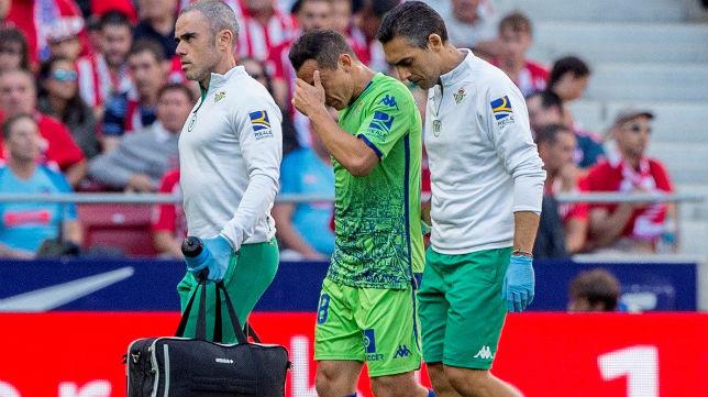 Guardado se retira lesionado del Atlético-Betis (Foto: EFE).