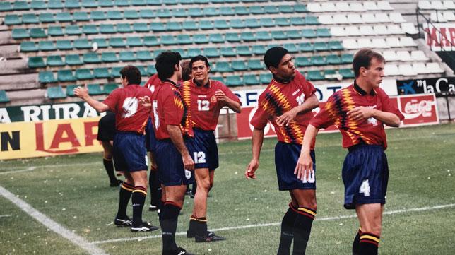 Goikoetxea, Luis Enrique, Alkorta, Donato y Belsué, en el entrenamiento de España en el Benito Villamarín el 6 de junio de 1995 (Foto: Nieves Sanz).