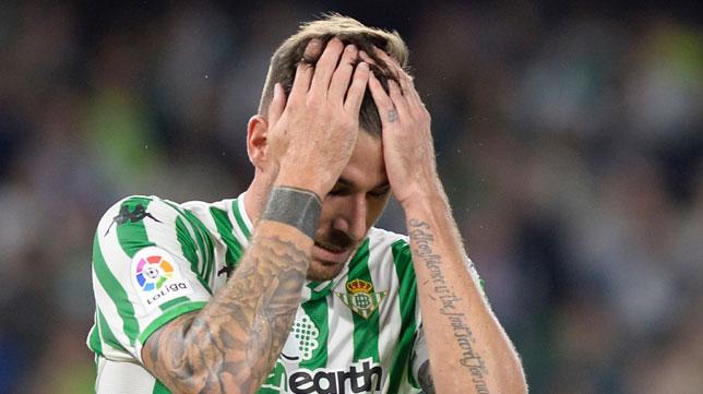 Javi García se lamenta durante el Betis-Valladolid (Foto: Cristina Quicler/AFP)