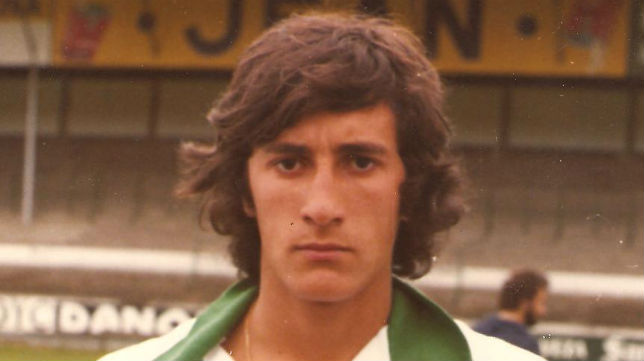 Quique Setién cuando debutó con 19 años en el Racing de Santander