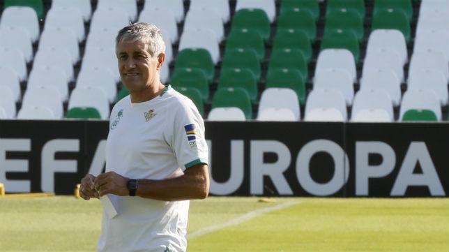 Quique Setién, en un entrenamiento europeo del Betis (EFE)