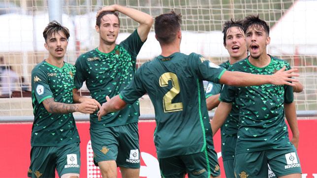 Los jugadores del Betis Deportivo celebran uno de los goles ante el Sevilla C (Foto: RBB)