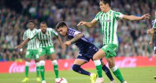 Mandi, en un lance del Betis-Valladolid (AFP)
