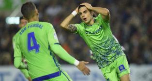 Bartra se lamenta de una ocasión durante el Racing-Betis de la Copa del Rey (Foto: Juan Manuel Serrano Arce)