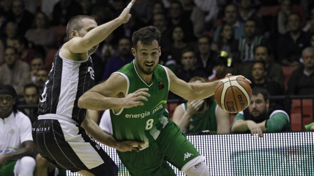 El jugador del Betis Energía Plus Costa, en el encuentro ante el Bilbao Basket (Foto: Juan Flores)